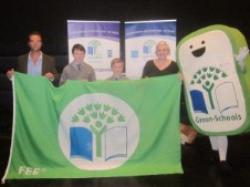green-flag-presentation
